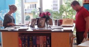 Intresserade besökare i biblioteket på KulturNatten.