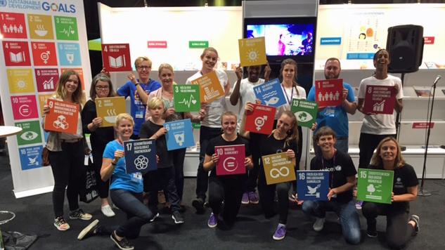 FN-montern på Bok- och biblioteksmässan 2016FN-monterns utställare med de globala målen för hållbar utveckling på Bok- och biblioteksmässan 2016.